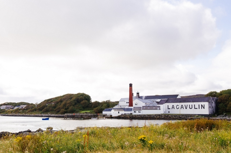 01_lagavulin_distillery_islay_scotland_blog
