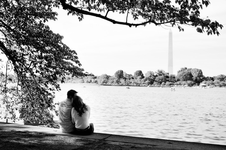 01_engagement_portraits_monuments_dc_blog