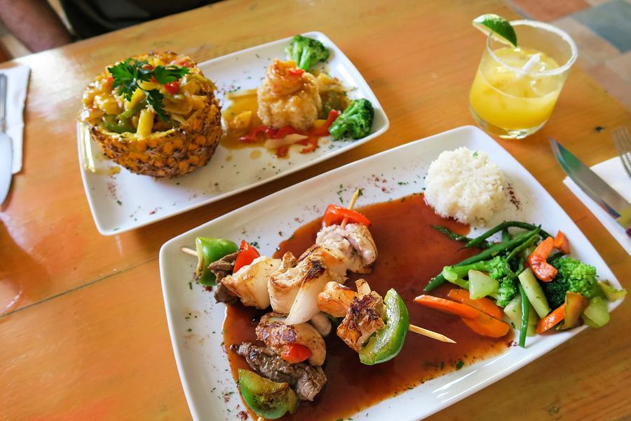 04_eating_on_isla_mujeres_blog
