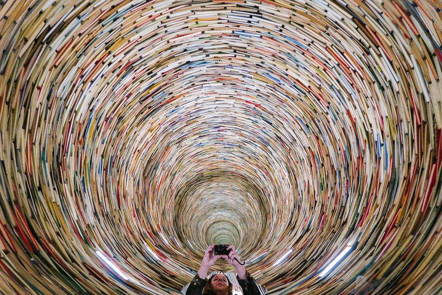 book-tunnel